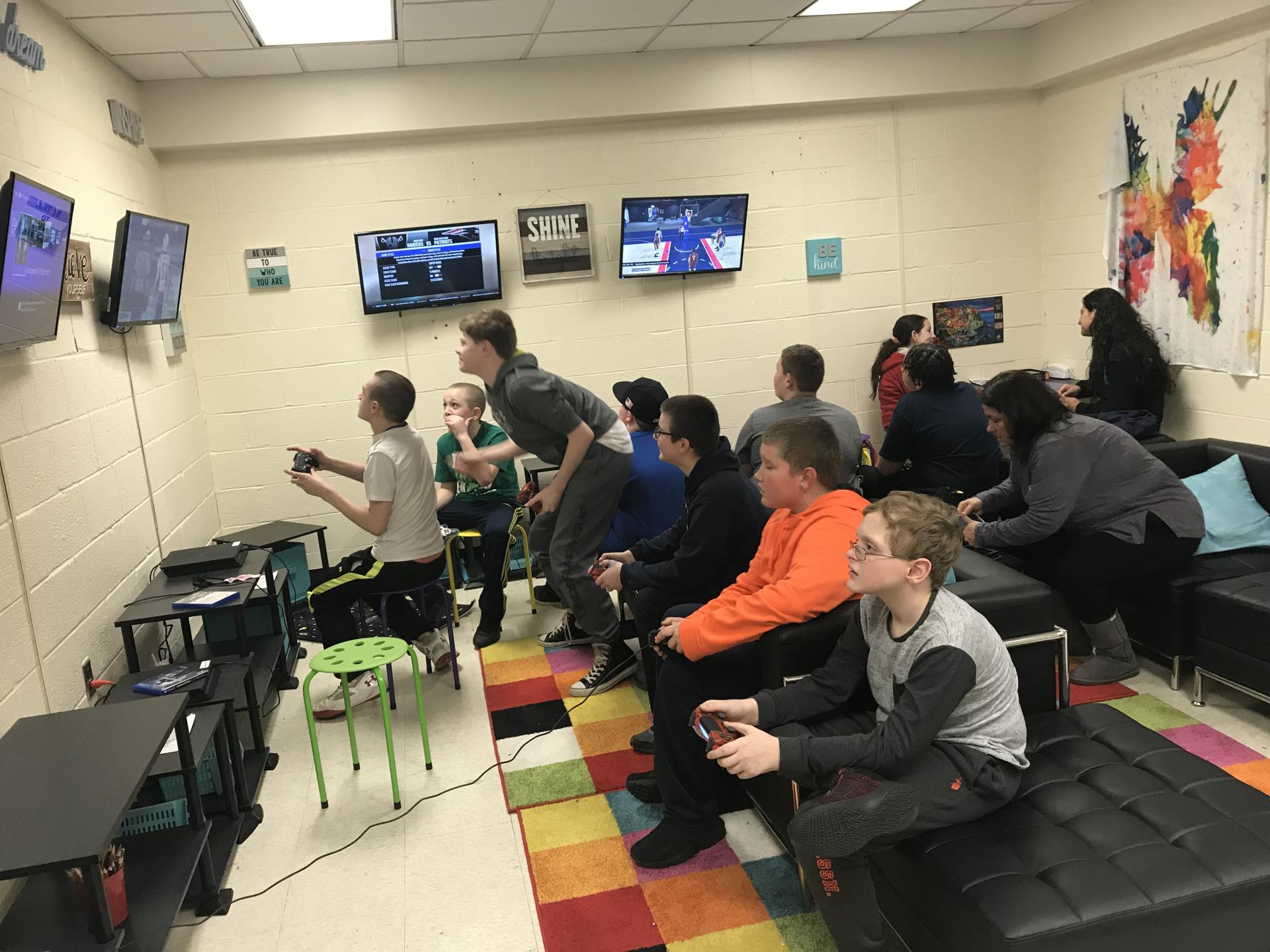 Club Bulldog kids playing video games